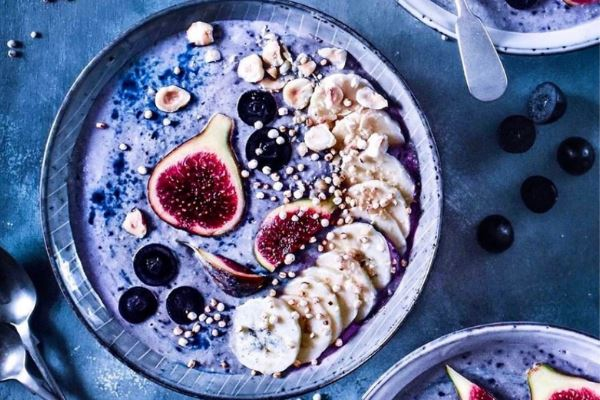 Purple vegan smoothie bowl
